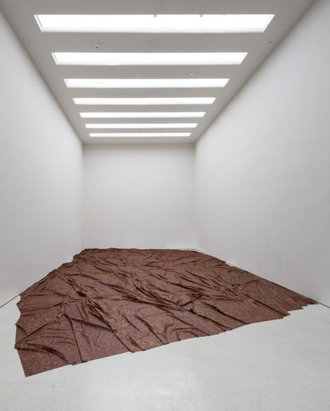 Doris Salcedo, A flor de Piel Installation view: Doris Salcedo, Solomon R. Guggenheim Museum, New York. June 26th – October 12th, 2015. Photo: David Heald. © Solomon R. Guggenheim Foundation.