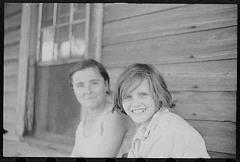 ووكر إيفانس، إليزابين وإيدا روت تنغل، مقاطعة هيل، ألاباما، صيف 1936