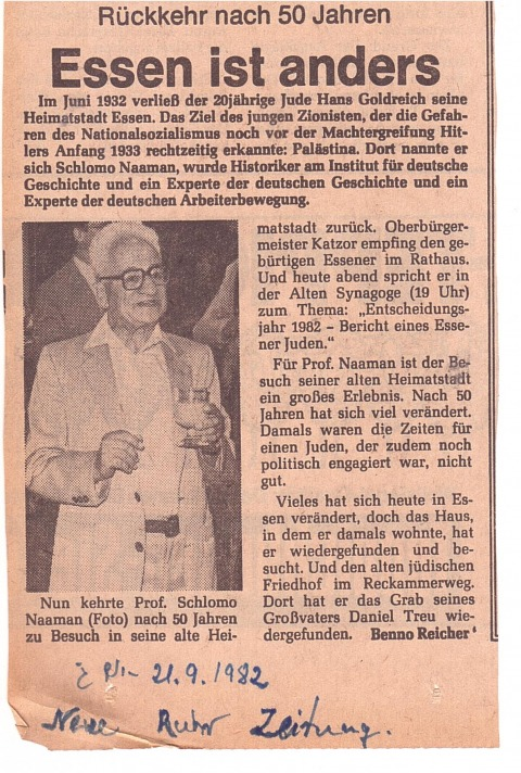 A newspaper clipping from the family archive describing the return of Michal Na'aman's father to Essen in 1982, during which he had received an honorary citizenship and delivered a lecture.