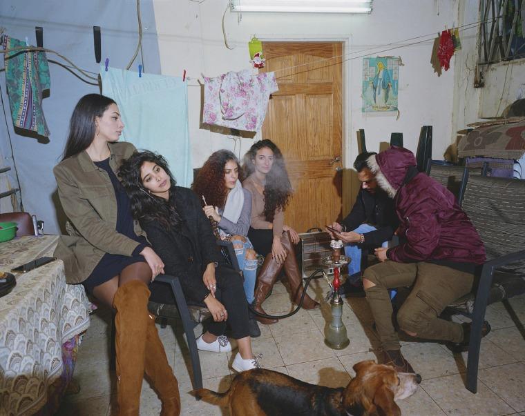 سمر رفقة أبناء وبنات العمومة، نرجيلة، شرفة بيت الجدة، الناصرة، 2018