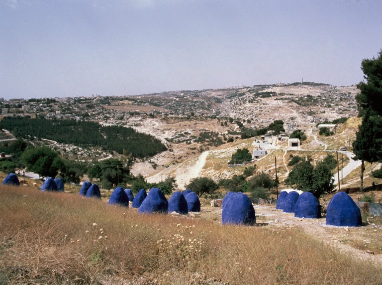 Joseph Sassoon Semah, Take Sand and its Shadow is Blue (As the Mountains Surround Jerusalem) Wire net covered in concrete and blue paint, 1986 Photography: The Israel Festival Courtesy of Joseph Sassoon Semah