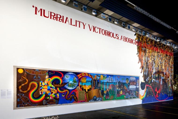 גורדון הוקי, MURRILAND!, 2017, שמן על בד פשתן וציור קיר, הגלריה החדשה החדשה (Neue Hauptpost), קאסל ©גורדון הוקי / VG Bild-Kunst, בון 2017, דוקומנטה 14 צילום: מיכאל נסט