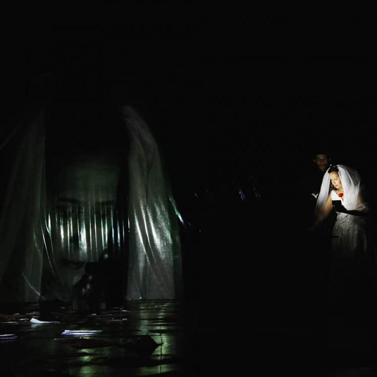 مشهد من عرض بلاسميّة، فرقة داها واسا، المسرح الوطني محمد الخامس، الرباط، 2016، تصوير: أمين اولمكي.