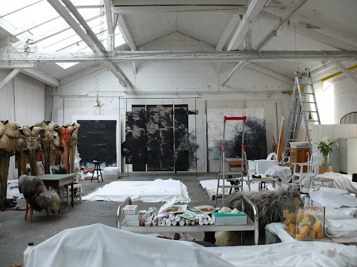 The high ceiling of an industrial space. The artist requires it as a necessary condition for thinking.  Photography: courtesy of the artist, Katrina Gun Oehlert, Düsseldorf, 2011