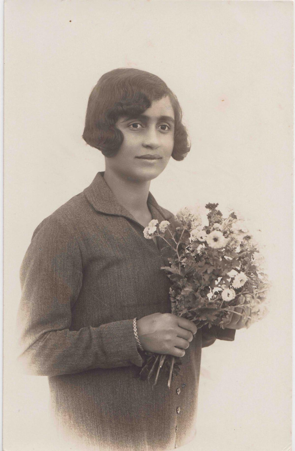 כרימה עבוד, תצלום של נערה, מתוך האוסף הפרטי של עיסאם נאסר, מתנה מאת אחמד מורוואט, ארכיון נצרת. באדיבות עיסאם נאסר