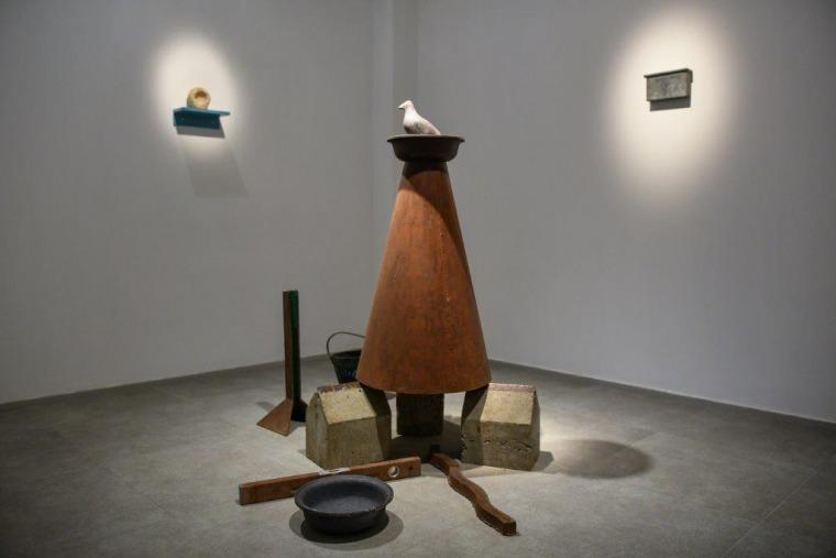 """דב הלר, """"מסעות"""", פרט מהצבה, 2017 מוזיאון הנגב לאמנות"""