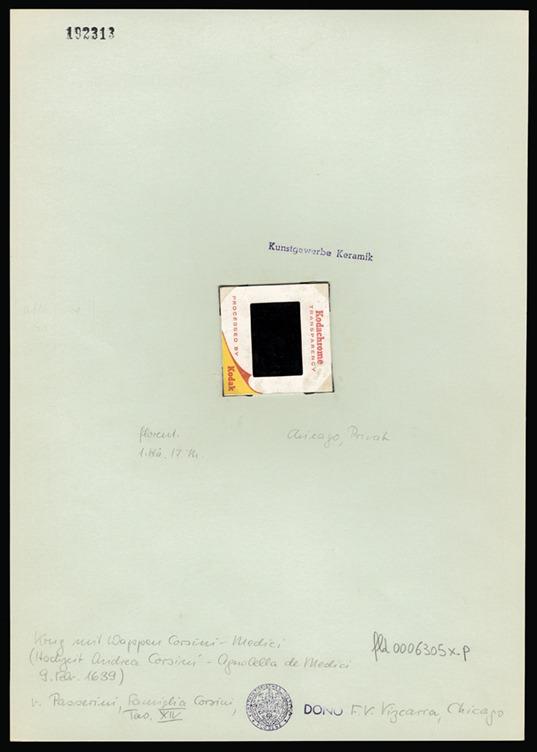 אגרטל שעליו סמל האצולה של משפחת קורסיני-מדיצ'י. שקופית על קרטון, צלם לא ידוע © Art History Institute, Florence--Max-Planck Institute