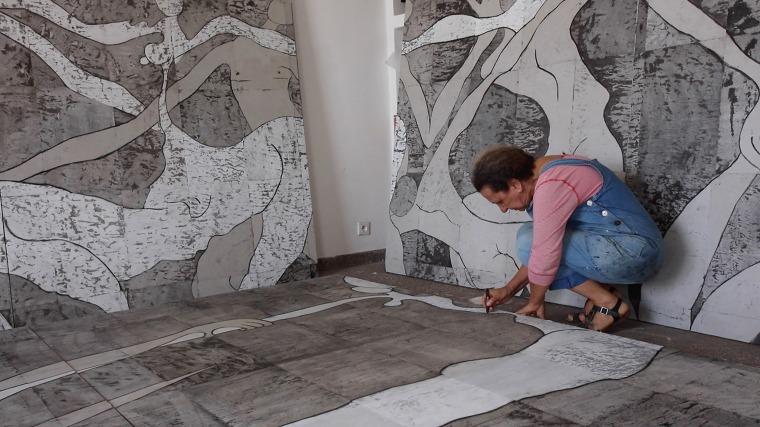 الفنانة خديجة طنّانة، تحضير لعمل الينبوع الغامض، 2019  مدينة الصويرة، جنوب المغرب