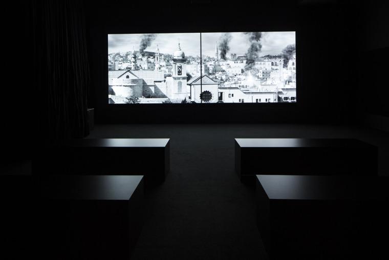 """لاريسا صنصور، منظر تركيبيّ، من معرض """"في المختبر،  HeirLoom، الجناح الدنماركيّ، فينيسيا 2019. تصوير فرانشيسكو غالي. بينالي فينيسيا ."""