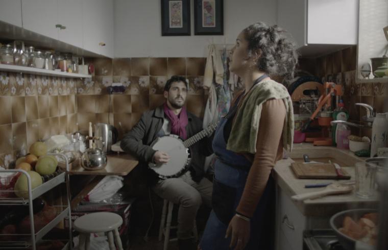 ג'ומאנה מאנע חומר קסום זורם אל תוכי (2015). תצלום הפקה. הוזמן בשיתוף פעולה של המכון לאמנות שארג'ה וגלריה צ'יזנהייל עם מוזיאון מאלמו והביאנלה בסידני. באדיבות האמנית וגלריה CRG  (ניו יורק).
