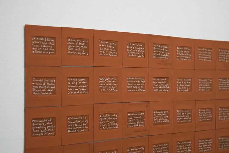 ג'וש ט. פרנקו, בטלילי, בטלאפאלי: שלושה טקסנים באדום ובשחור II (פרט), 2016, מיצב. NurtureArt, ברוקלין, ניו יורק. באדיבות האמן ו- NurtureArt.