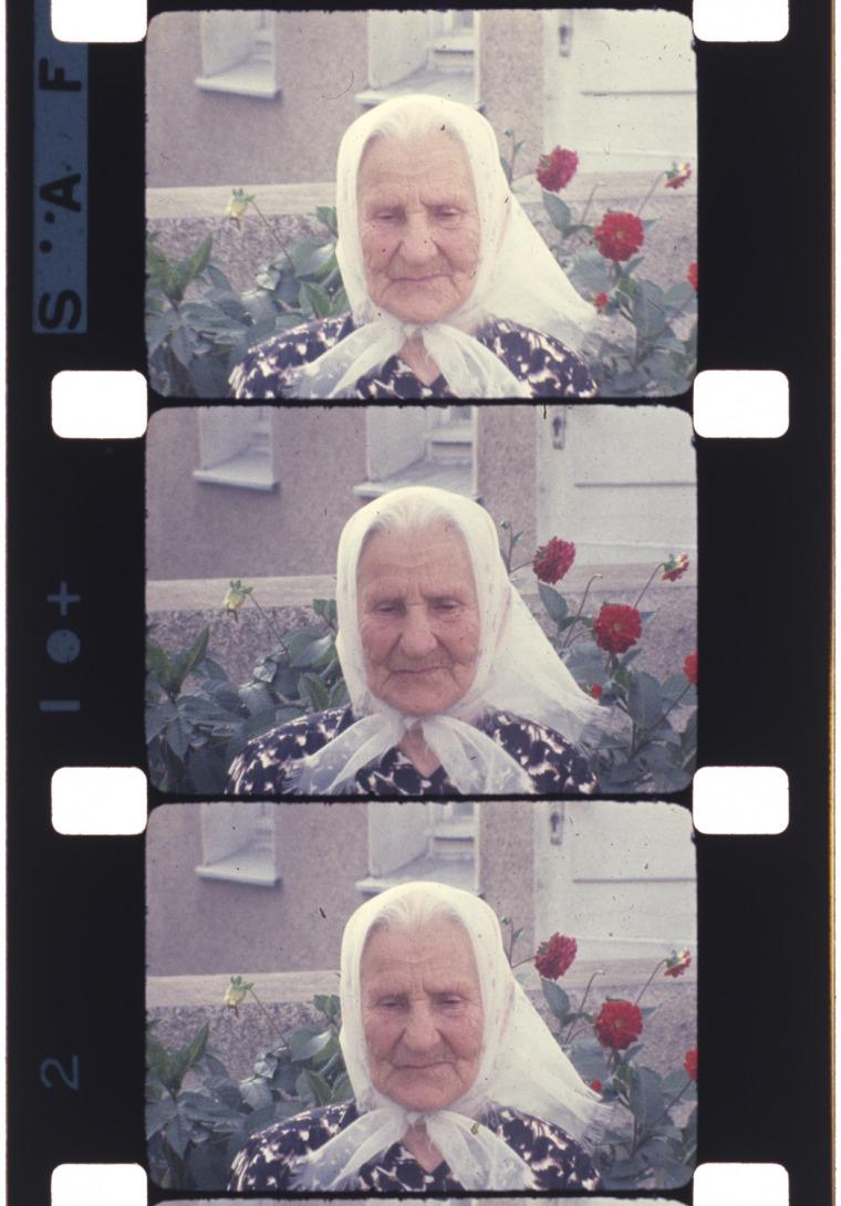 """פריים מתוך סרטו של יונאס מקאס """"זכרונות ממסע לליטא"""" (1972) באדיבות עזבונו של יונאס מקאס"""