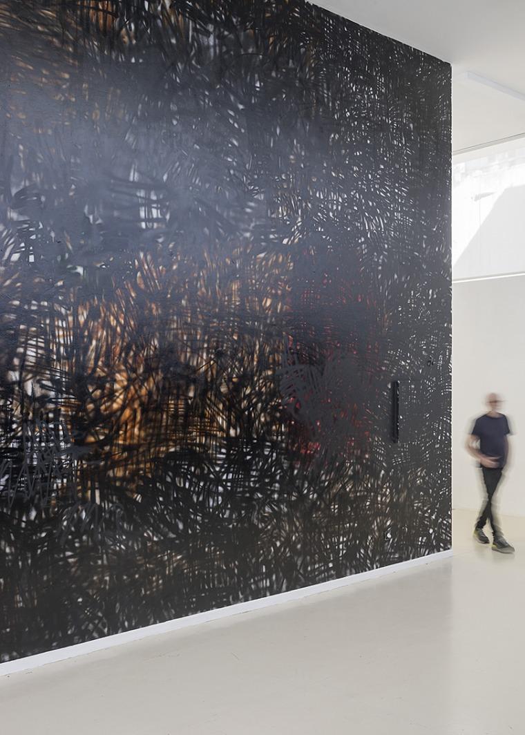 """تسيبي غيفع، """"""""من أيّ طريق أصل""""، متحف هرتسليا، 2019-2020. القيّمة: آيه لوريا. تصوير إلعاد سريغ، بلطف: تسيبي غيفع"""