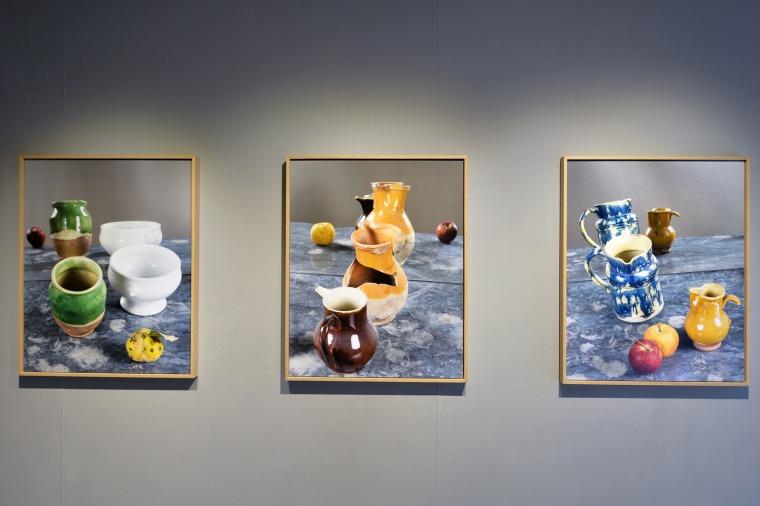 Oran Hoffmann, installation view from the exhibition l'Atelier vu à travers un Miroir.  Atelier de Cézanne, Aix-en-Provence, France, 2018. Courtesy Institut Francais/T.Chapotot 2018