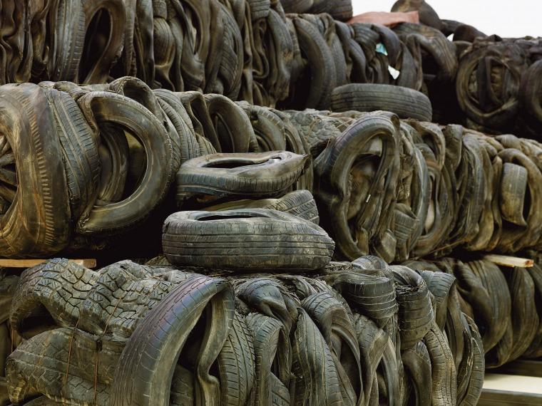 """تسيبي غيفع، """"من أيّ طريق أصل""""، متحف هرتسليا، 2019-2020. القيّمة: آيه لوريا. تصوير آفي أمسالم، بلطف: تسيبي غيفع"""