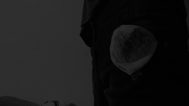 """עמוס גרוסווגל, וידיאו סטיל מתוך """"עבודה בגודל הכיס. גודל הכיס לא ידוע"""", 2014, וידיאו, 8 דקות."""