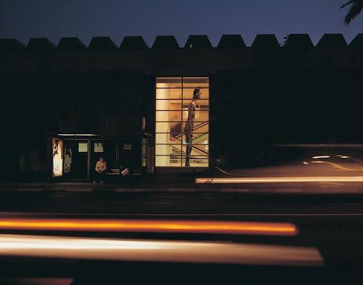 أوهاد مارومي، معبر حدودي، منظر تركيب، جناح هيلينا روبنشطاين، متحف تل أبيب للفنون، 2001 بلطف الفنان