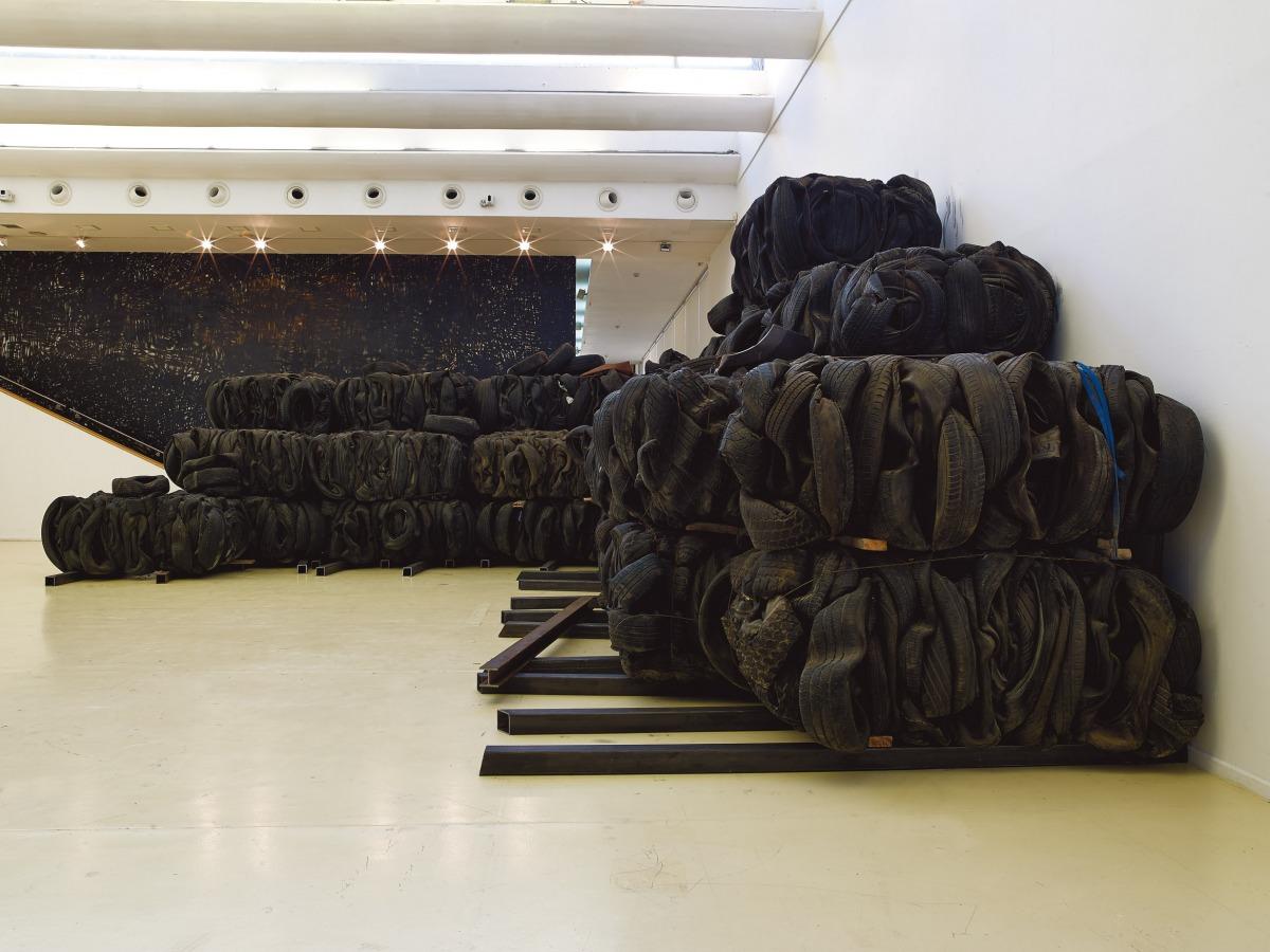 ציבי גבע, 'דרך איפה אני מגיע', מוזיאון הרצליה, 2019-2020. אוצרת: איה לוריא. צילום: אבי אמסלם, באדיבות ציבי גבע.